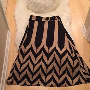 Maxi skirt with modern print